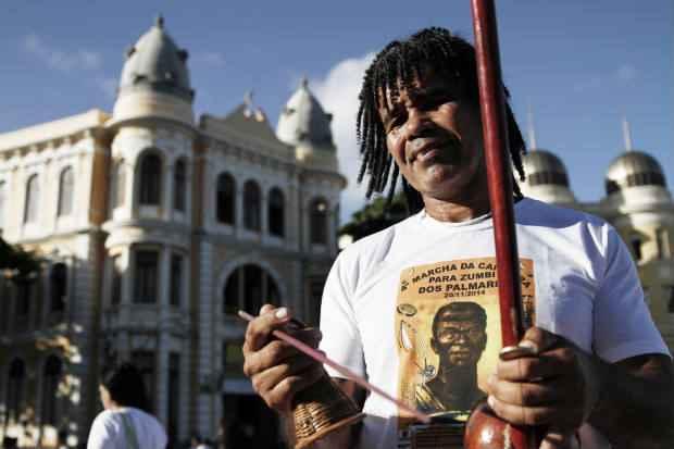 Marcha da Capoeira, ocorrida em novembro, reuniu capoeiristas que caminharam do Marco Zero, no Bairo do Recife, ate o Patio do Carmo. Crédito: Blenda Souto Maior/DP/D.A Press