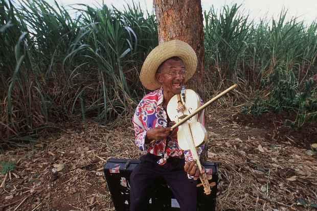 Mestre Salustiano chegou até a influenciar os mangueboys dos anos 1990. Crédito: Geyson Magno