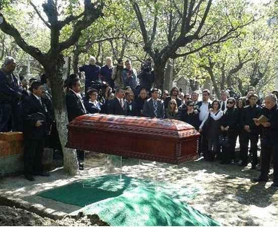 No domingo, o caixão com o corpo do ator foi recebido por fãs no Estádio Azteca, também na capital mexicana. Crédito: El Universal/Reprodução