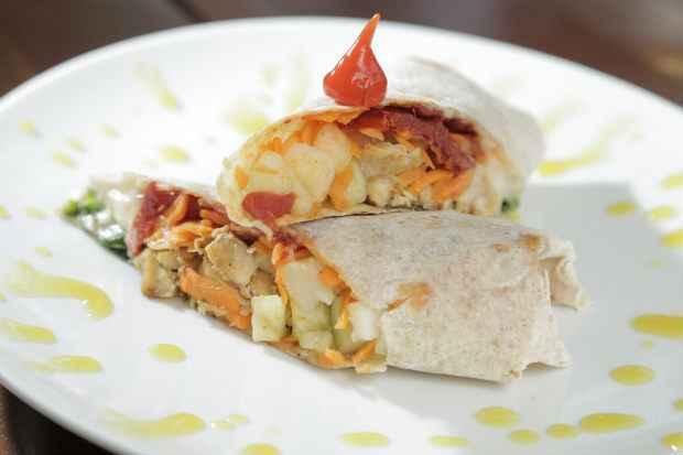Wrap é um prato mais leve, bom para o lanche. Foto: Ivan Melo/Esp.DP/D.A.Press