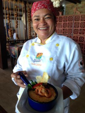 Chef Lúcia Soares apostou num gratinado de macaxeira com abóbora para o Peixe na Telha. Fotos: Diogo Carvalho/DP