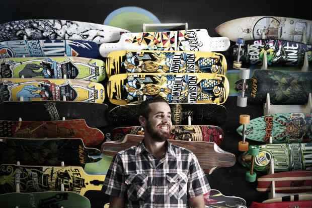 Dudu Carvalho, sócio da Afrika Boardshop: parada certa para os praticantes de skate no Recife. Foto: Blenda Souto Maior/DP/D.A Press