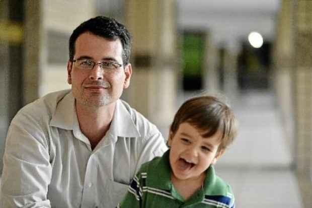 ee16f1549c Emerson Willer e o filho Heitor  por causa de 12 dias ele não pôde ser  matriculado no maternal I. Foto  Daniel Ferreira CB DA Press