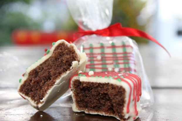 O bolinho pode ser banhado em chocolate branco e decorado. Foto: 4Comunicação/Divulgação