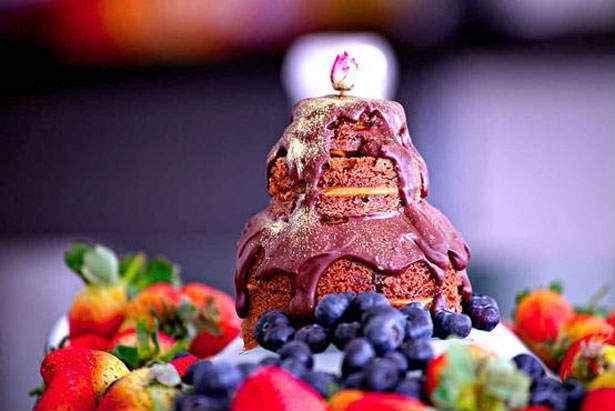 O bolo leva especiarias como cardamomo e anis estrelado. Foto: Dilu Bartolomeu Vilela/Divulgação