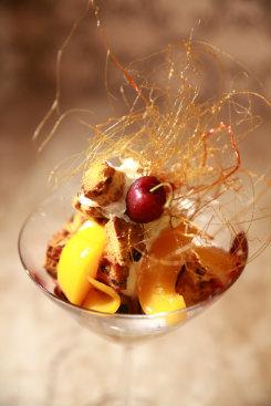 A Charlote leva pêssego, sorvete, panetone e geleia de frutas vermelhas. Foto: Bernardo Dantas/DP/D. A Press