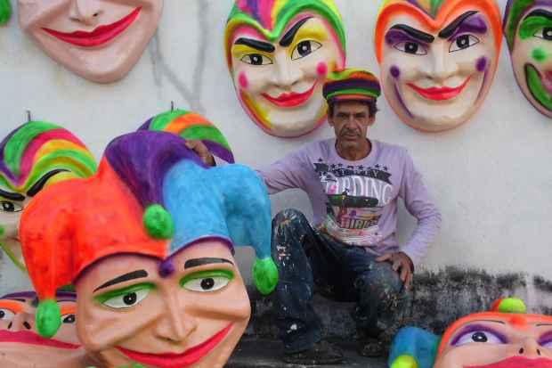 Zé Pezinho: mesmo fora da sua terra, o artesanato nunca saiu da rotina. Foto: Sergio Leão/Prefeitura de Bezerros