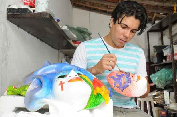 Murilo chega a produzir 2.000 peças por ano. Foto: Julio Pontes/Prefeitura de Bezerros