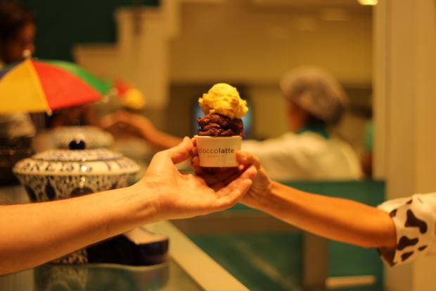 Sorvete pode acompanhar ingredientes especiais, como cerejas amarenas e creme de gianduia. Foto: Cioccolatte/Divulgação