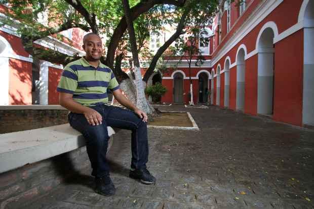 Jackson concluiu o ensino médio no Ginásio Pernambucano e passou no vestibular da UPE. Foto: Paulo Paiva/DP/D.A.Press (Paulo Paiva/DP/D.A.Press)
