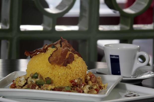 Cuscuz com ragu de calabresa é uma das opções do menu especial do Café Café. Foto: Gleyson Ramos/Divulgação