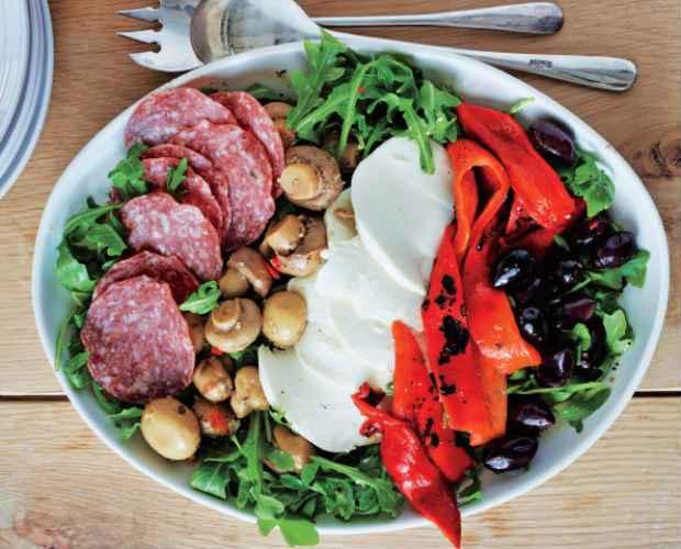 A Salada de antipasti pode ser preparada com ingredientes que você tiver a mão. Foto: Gleise Hanna/Divulgação