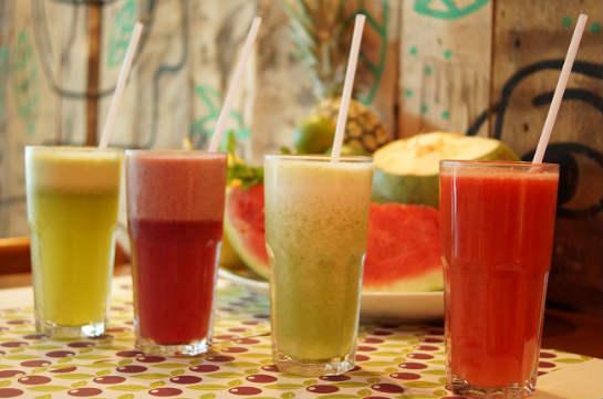 Além das frutas, os sucos podem ser preparados com castanha, ervas e xarope de guaraná. Foto: Breno Pessoa/ Divulgação