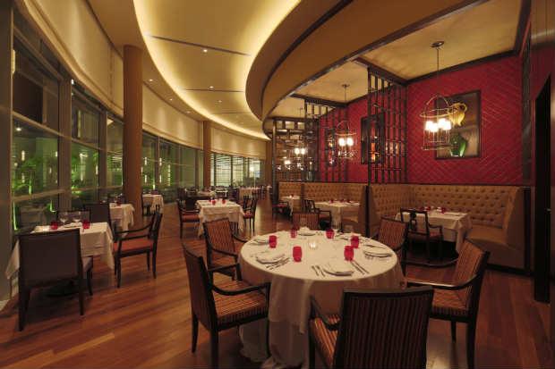 Com decoração moderna e sofisticada, espaço tem capacidade para 64 pessoas no jantar. Foto: Believe By Lead/Divulgação