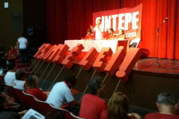 Sintepe cobra do governo estadual a aplicação dos 13,01% para toda a categoria. Foto: Sintepe/Divulgação