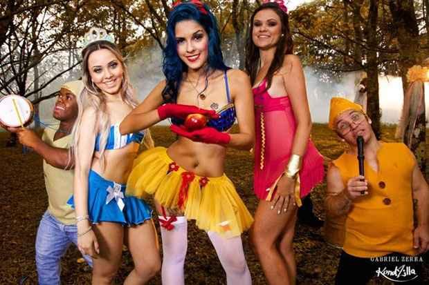 MC paulista de 20 anos, Tati Zaqui estourou no carnaval fantasiada de Branca de Neve, ao lado de duas