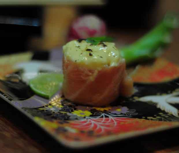 Shakê maracujádjô - salmão recheado com creme de maracujá - entra na parte de exclusividade do cardápio. Foto: João Velozo/ Esp. DP/ D.A Press