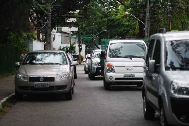 A Rua do Futuro possui vagas de estacionamentos ao longo da via. Foto: Blenda Souto Maior/DP/D.A Press