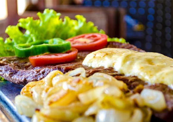 Aconchego da Serra é conhecida pela famosa Carne de sol de filé mingon. Foto: Jamesson Júnior/ Divulgação