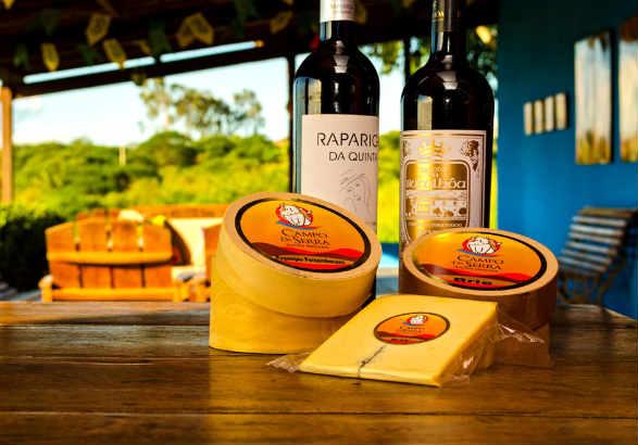 Campo da Serra oferece queijos e vinhos no grande espaço do terraço da loja. Foto: Jamesson Júnior/ Divulgação