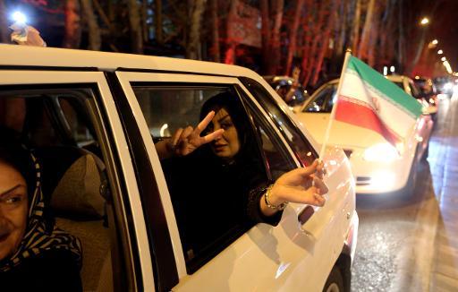 Iranianos comemoram em Teerã o anúncio do pré-acordo sobre o programa nuclear do país, em 2 de abril de 2015 Foto: AFP Atta Kenare