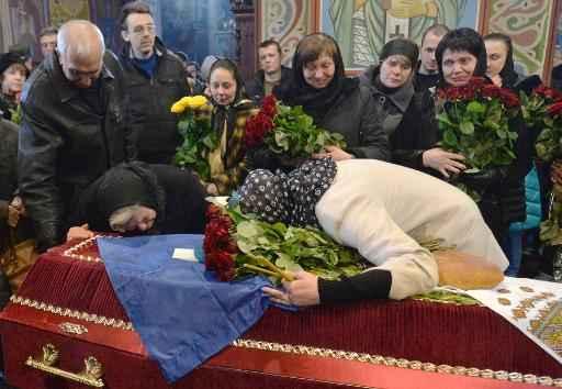 Família lamenta morte de paraquedista ucraniano no leste do país - Foto: AFP Genya Savilov (Genya Savilov)