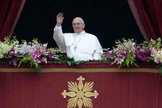Papa abençoa fiéis neste domingo de Páscoa e pede fim de perseguições religiosas  (Filipo Monteforte/AFP)