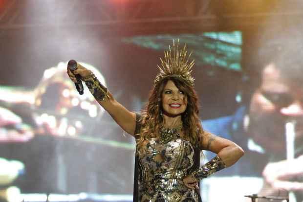 Elba Ramalho durante apresentação no Marco Zero, em 2014. Crédito: Ricardo Fernandes/DP/D.A Press