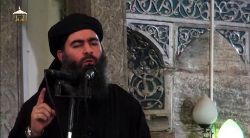 Captura de tela de um vídeo de propaganda, divulgado no dia 5 de julho de 2014, mostra Abu Bakr al-Bagdadi, líder do grupo Estado Islâmico (EI), discursando em uma mesquita em Mossul. Foto: AL-FURQAN MEDIA/AFP/Arquivos
