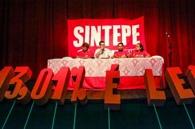 Na asselbeia geral desta sexta-feira (10), categoria pode deflagrar greve. Foto: Sintepe/Divulgação (Sintepe/Divulgação)