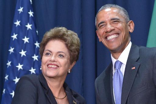 O presidente norte-americano, Barack Obama (D), posa para fotos com a presidente Dilma, durante encontro às margens da Cúpula das Américas, no Panamá - Foto: AFP Mandel Ngan (AFP Mandel Ngan)