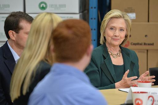 Hillary Clinton participa de mesa redonda com comerciantes, em Norwalk, Iowa. Foto: AFP Michael B. Thomas