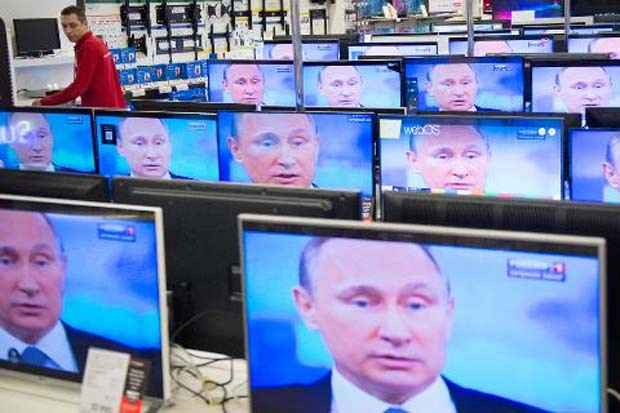 Vladimir Putin participa de entrevista por telefone televisionada com o eleitorado russo. Foto: Alexander Utkin/AFP
