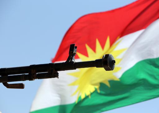 (Arquivo) Uma bandeira do Curdistão é vista em Bashiqa, Iraque, no dia 16 de agosto de 2015. Três pessoas morreram nesta sexta-feira em um atentado com carro-bomba realizado perto do consulado americano na região autônoma do Curdistão iraquiano. Foto: AFP AHMAD AL-RUBAYE