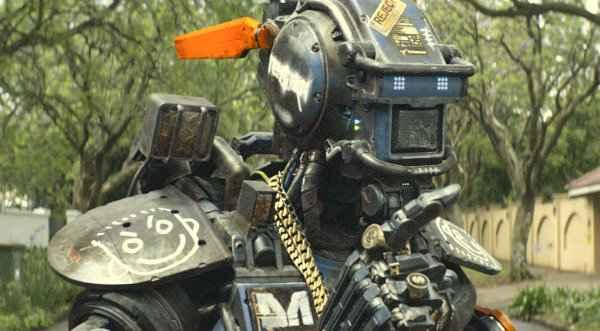 Chappie é interpretado por Sharlton Copley. Foto: Sony/ Divulgação