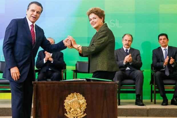 Dilma Rousseff empossa o novo ministro do Turismo. Foto: Roberto Stuckert Filho/Divulgação