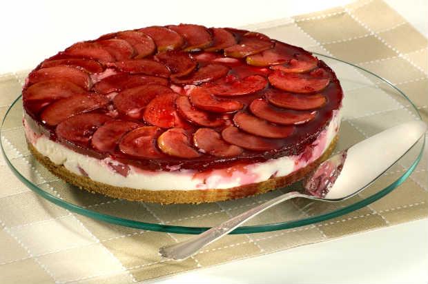 Para dar mais sabor, pode-se colocar finas fatias de maça com casca em cima da torta. Foto: Estrela/ Divulgação