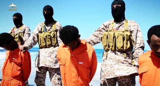Supostos cristãos etíopes capturados pelo grupo Estado Islâmico, em captura de tela de vídeo divulgado por mídias jihadistas. Foto: AL-FURQAN MEDIA/AFP HO