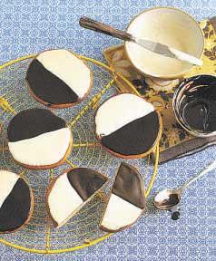 Acredita-se que cookies em preto em branco sejam uma evolução dos %u201Ccookies meia lua. Foto: Divulgação