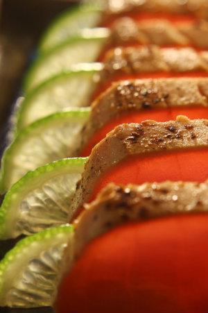 Sashimi de atum brûlée é sugestão de pedida do chef André Saburó. Foto: Quina do Futuro/ Divulgação