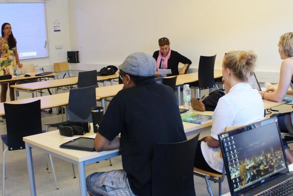 Aula de português do Brasil na Universidade de Aarhus, na Dinamarca. Foto: Giselle Garcia / Agência Brasil