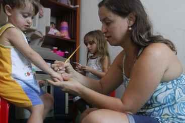 Ana Cecília sempre buscou alternativas para os filhos Luana e Felipe. Foto: Ricardo Fernandes/DP/D.A Press