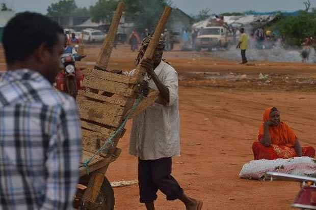 Ao menos 46 pessoas morreram e várias ficaram feridas em um ataque contra um povoado do norte do Quênia lançado por ladrões de gado que também tinham motivações étnicas, indicou nesta terça-feira a imprensa queniana. Foto: Tony Karumba/AFP
