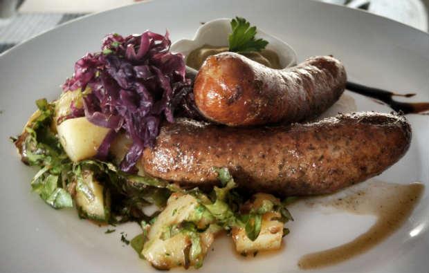 Prato com linguiças é opção número um dos alemães. Foto: Trago Boa Notícia/ Divulgação