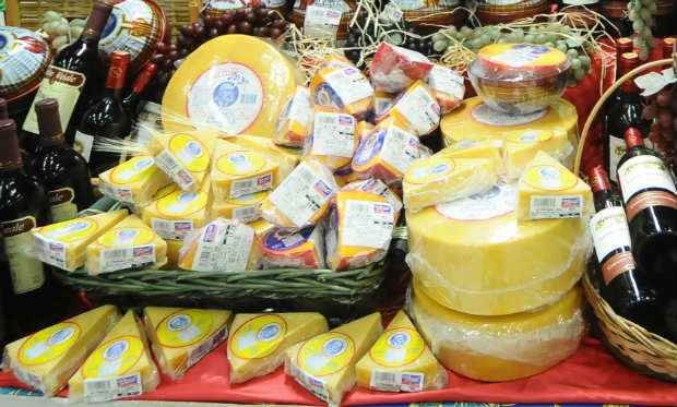 O queijo provolone por exemplo, muito encontrado em tábuas de frios, harmoniza com cervejas de trigo. Foto: Juliana Leitão/DP/D.A Press