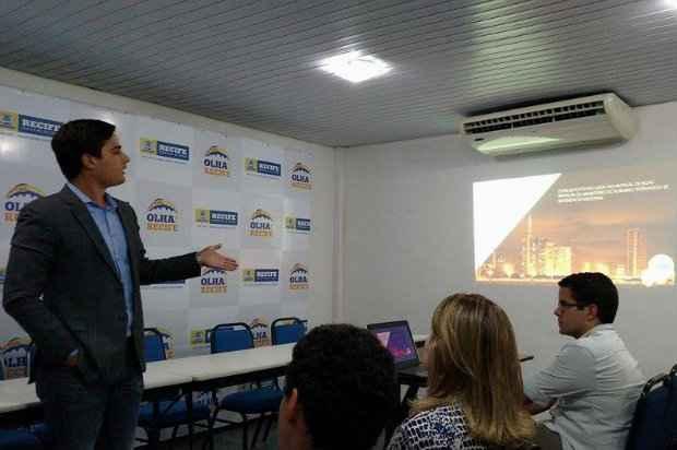 Secretário de turismo anuncia mudanças no programa Olha! Recife no Catamaran Tour.Foto: Mariana Fabrício/DP/D.A Press.