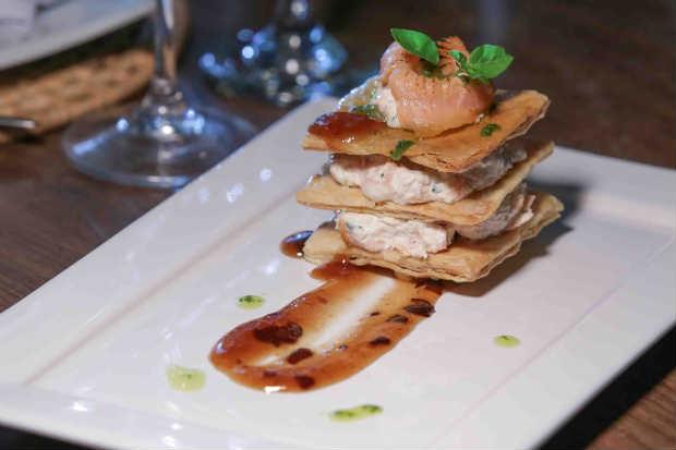 Entrada de salmão é opção do cardápio exclusivo da chef Carla Chakrian para o dia das mães no Ça Va Bistro. Foto: Ça Va Bistro/ Divulgação