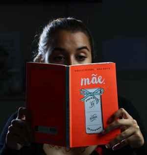 Os títulos contam histórias voltadas para protagonistas que também são mães. Foto: Paulo Paiva/DP/DA Press