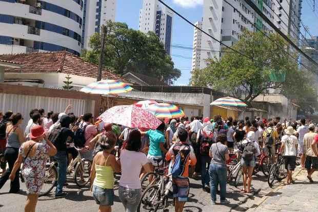 Grupo, formado por cerca de cem pessoas, realizou uma passeata. Foto: Hugo Dubex/ Cortesia