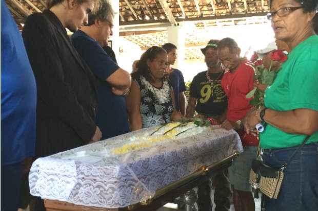 Foto: Thiago Neuenschwander/DP/DA Press (Velório de Sela do Coco está sendo velado no Clube Vassourinhas, em Olinda, e enterro será às 16h no Cemitério de Guadalupe)